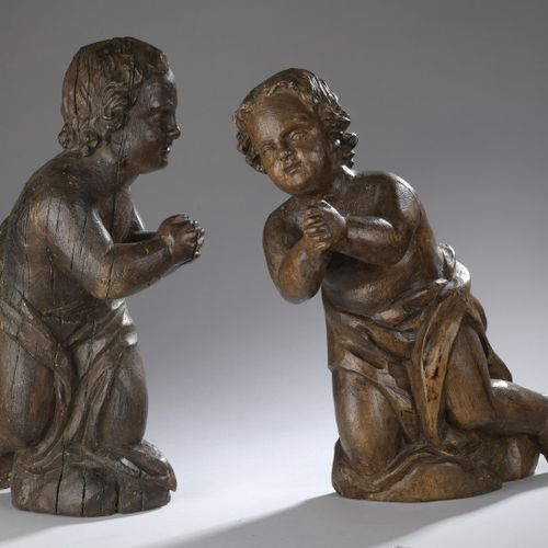 Pair of carved oak angels kneeling with hands joined.  17th century  H.: 50 cm a…