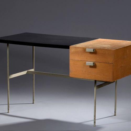 皮埃尔 保兰(1927 2009)和汤尼特(出版商)  CM141型办公桌,灰色的金属结构,长方形的胡桃木桌面,由两个直箱的抽屉打开(碎片。  缺口、凹陷、单板…