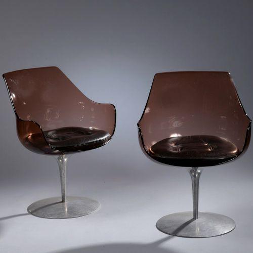 """ERWIN & ESTELLE LAVERNE for FORMES NOUVELLES(出版商)。  一对旋转扶手椅,型号为 """"Champagne"""",创建于1…"""