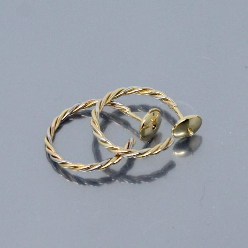 Pair of twisted 18K (750) yellow gold hoop earrings.  Weight : 4.18 g.