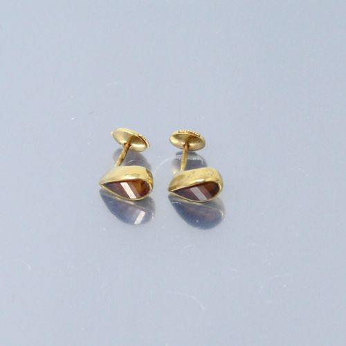 Pair of 18k (750) yellow gold earrings set with citrine  Gross weight: 3.40 g.