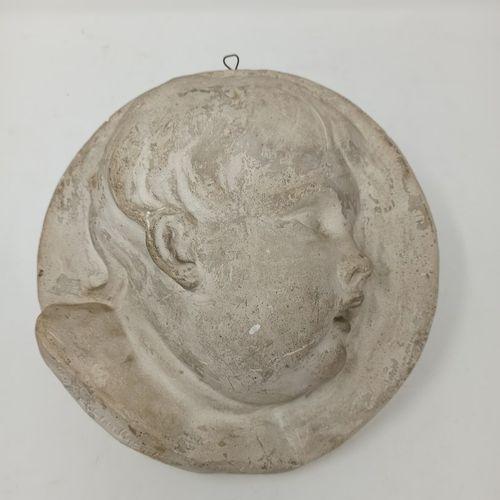 LAMBERT G. (XIX XX)  Médaillon en rond de bosse en platre figurant le profil dro…