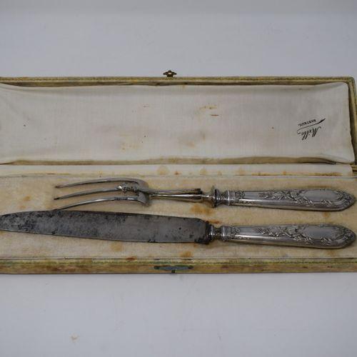 Lot comprenant:   RAVINET DENFER, 12 porte couteaux   1 pelle de service, manche…