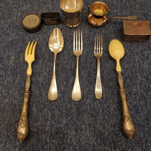 Important ensemble de métal argenté :     Huit cuillères à soupe   Une paire de …