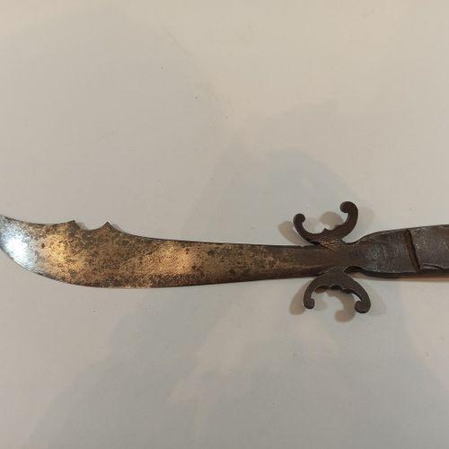 Poignard fait à partir d'un obus de la guerre 14 18 signé Verdun,  Long.: 37 cm
