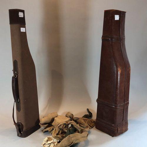 Deux étuis fusil: un en cuir et l'autre en tissu
