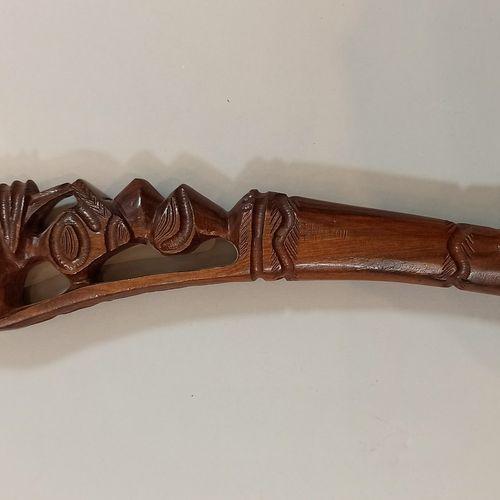 Lot:   Matraque anglaise, usures  Long.: 27 cm   Matraque Fidji moderne,  Long.:…