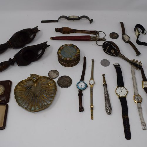 Manette  Lot divers de montres, boîtes, casse noix...