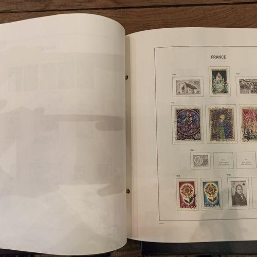 Lot de classeurs et albums de timbres  france et divers  XXème sicèel