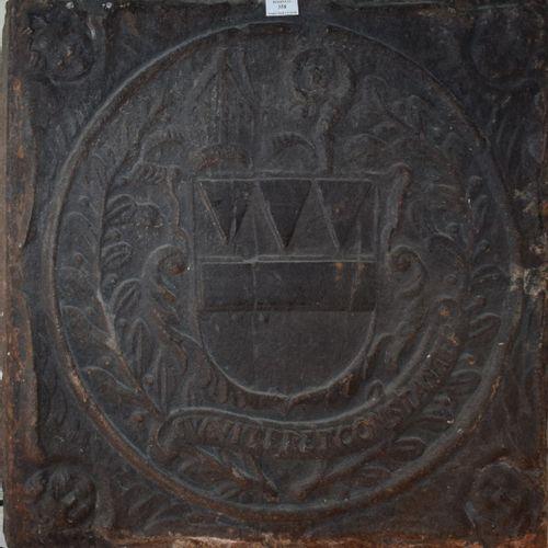 Plaque de cheminée en fonte armoriée.  XVIIIème siècle.
