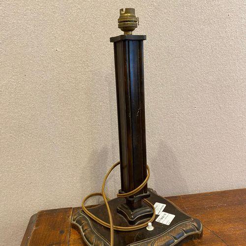 Petite lampe abat jour en cuir