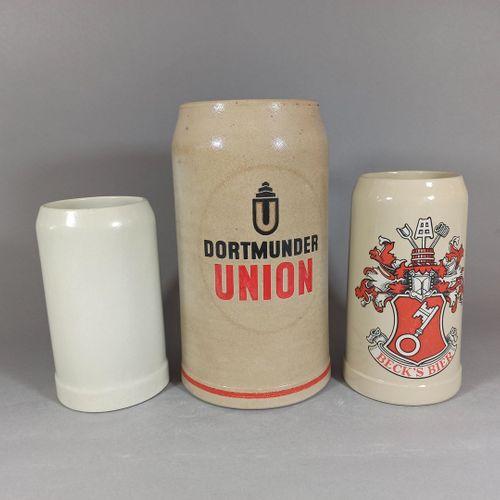Travail allemand.  Lot de 3 chopes à bière en grès émaillé portant les inscripti…