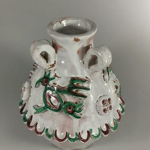CALLIS (1946 1952)  Vase à décor d'oiseaux.  Terre de Vallauris, signature manus…