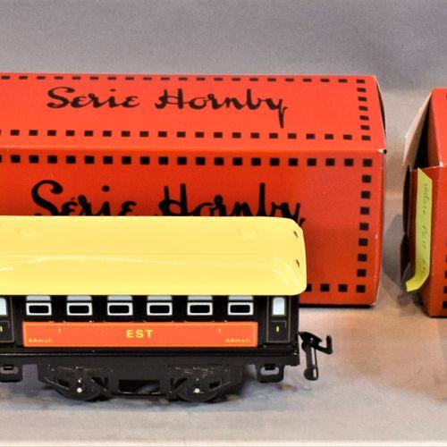 "HACHETTE HORNBY系列   机车和客车,比例为 ""O""。     S.N.C.F N32蒸汽机车   招标 ""EST 25 511   一等客运车 …"