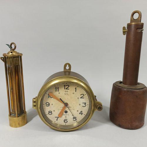 法国海军物品套装  一个J.AURICOSTE时钟  直径18厘米  修复,事故    两个不同措施的对象  磨损、氧化、事故
