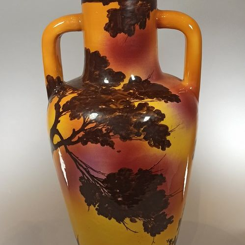 SAINT JEAN DU DESERT  Grand vase à deux anses à décor de personnages dans un pay…
