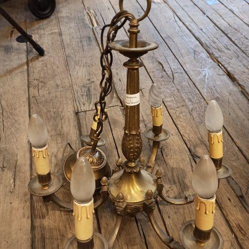 Lustre de style Empire    Fût en Bronze doré à décor de cygnes,  Elements en cri…