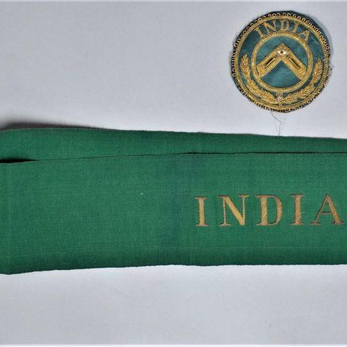 Tablier de vénérable avec son cordon.  Indes.  Fin XIXe siècle.  H. : 40 cm L. :…
