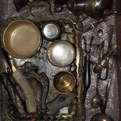SILVER METAL HANDLE : STRONG SET OF CUTLERY AND SHAPED PIECES :    1 serving tra…
