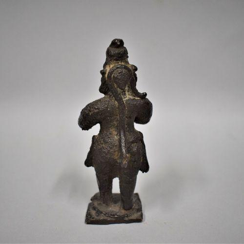 INDE Vers 1900  Statuette en bronze à patine brune d'Hanuman debout les mains jo…