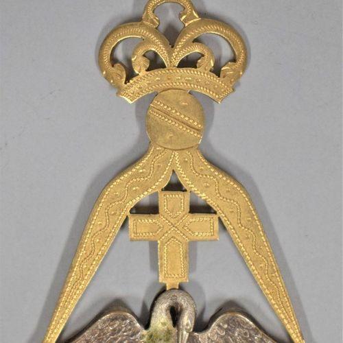 Bijou Rose Croix.  Laiton doré et argenté.  XIXe siècle.  H. : 8.2 cm L. : 5.6 c…