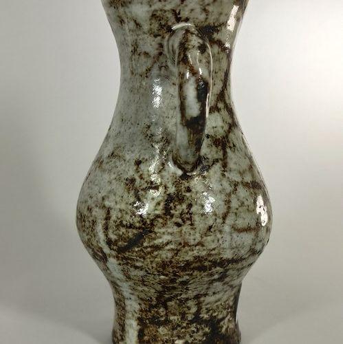 DERVAL Jean (1925 2010)  Vase à deux anses.  Terre de Vallauris, signature manus…