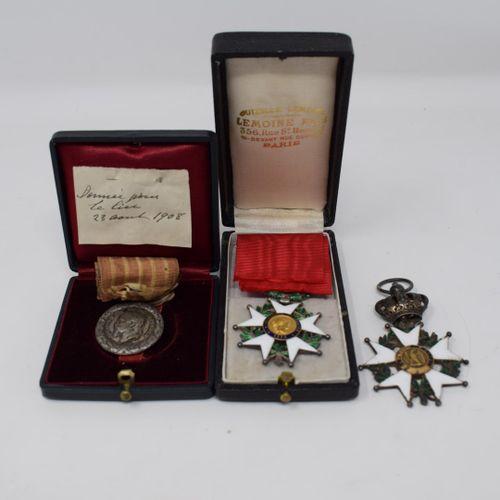 Lot comprenant:  1) Médaille de chevalier de la Légion d'honneur. Epoque Préside…