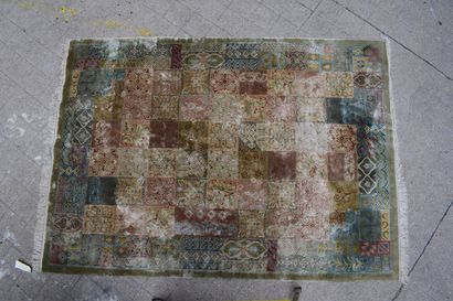 现代丝绸地毯。  高:243厘米 宽:169厘米
