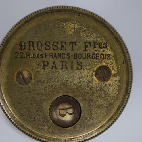 带准直仪的测量仪,黄铜材质,署名Brosset Frères 22 rue des Francs Bourgeois Paris。高度:14厘米。在其皮箱中。靠…