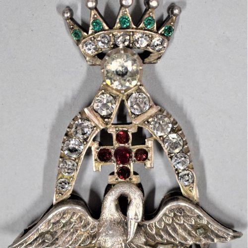 Bijou de chevalier Rose Croix.  Argent et strass.  XIXe siècle.  H. : 7.5 cm L. …