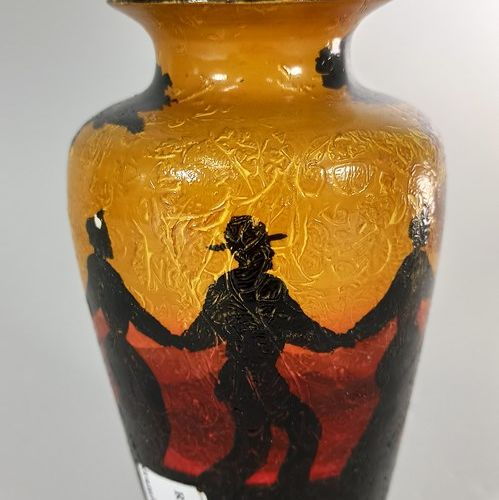 BAREL Jean (XXe siècle)  Vase à décor de danse provençale.  Terre de Vallauris, …