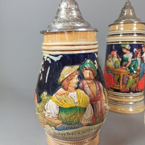 Travail allemand du XXème siècle,  Lot de 6 chopes à bière en grès émaillé à déc…