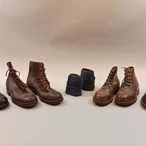 4 paires de brodequins en cuir d'origine civile ou militaire, une paire de bande…