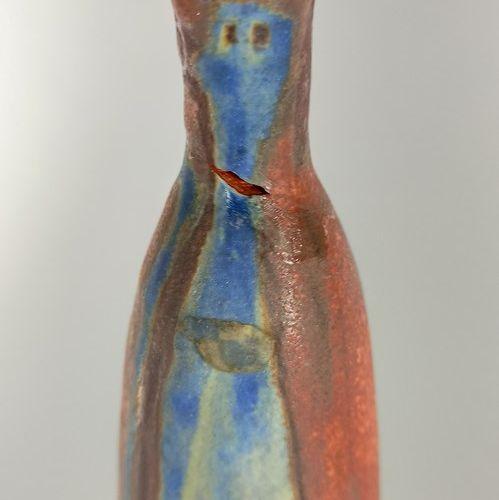 KUHN Beate (née en 1927)  Vase à décor stylisé  Terre rouge, porte une étiquette…