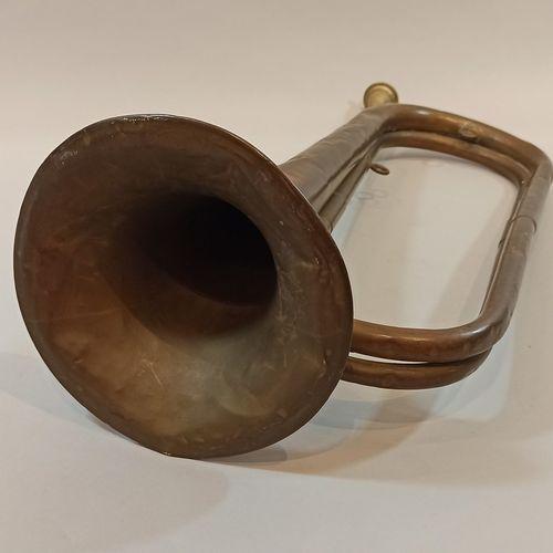 Clairon Couesnon & Cie à Paris en cuivre daté (19)11.  Long.: 59 cm  Chocs et en…