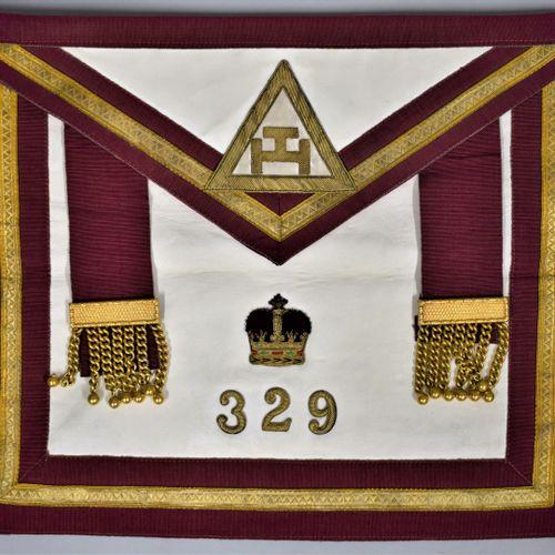 Tablier de l'arche royale.  Chapitre n°329.  H. : 38.5 cm L. : 33 cm