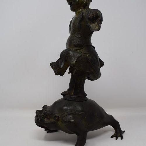 CHINE XIXe siècle  Groupe en bronze représentant un personnage sur un crapeau tr…