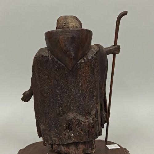 一个朝圣者的木制雕像,右手拿着他的杖。  19世纪  高度:37.5厘米 长度:30厘米 宽度:16.5厘米