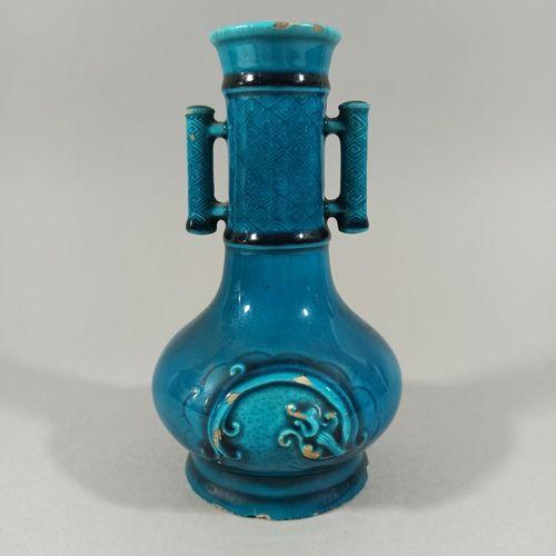 Théodore DECK (1823 1891)  Vase en céramique à col tubulaire sur base renflée et…