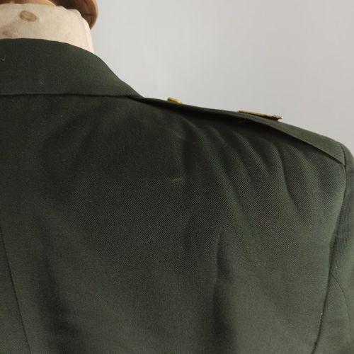 Lot de 2 vestes d'uniformes de l'US Army : une de colonel des Rangers avec patch…