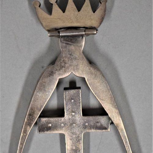 Bijou de chevalier Rose Croix.  Couronne articulée.  Argent et strass.  Fin XIXe…