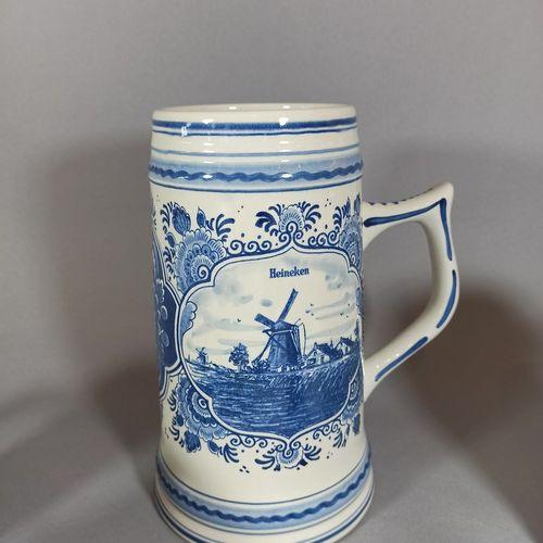 德尔福  一套7件代尔夫特瓷器喜力啤酒杯,蓝色和绿色的装饰。  (其中两人发生了意外)