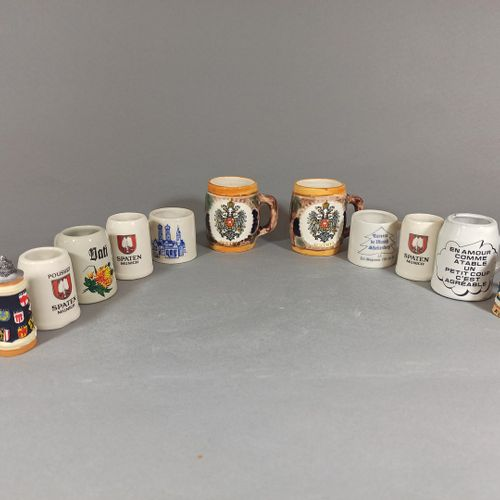 Lot de 11 chopes à bières miniatures dont 2 factices.