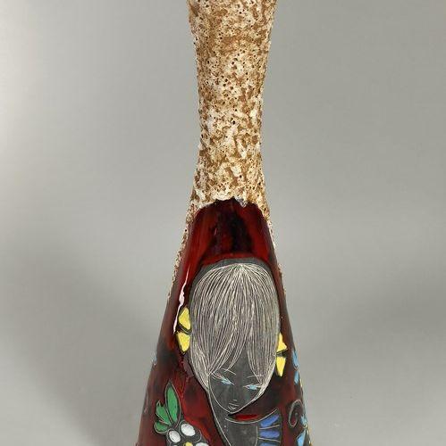 Vase à décor de jeune fille  Terre blanche (col arasé), annotée sur la pièce GAB…