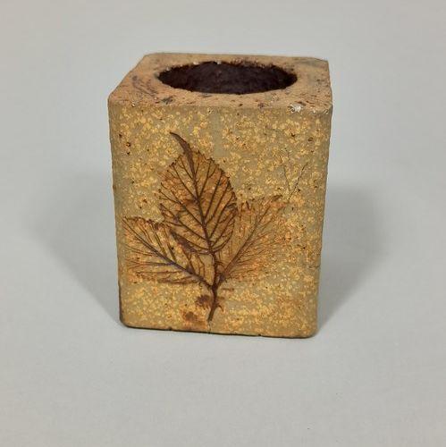 LEDUC Raymonde (née en 1929)  Lot de quatre vases à décor de feuilles.  Grès, ma…
