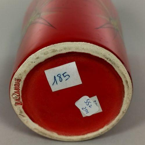 BAUD André (1903 1986)  Lot de deux pièces :   Bouteille de Gin.   Vase rouge à …