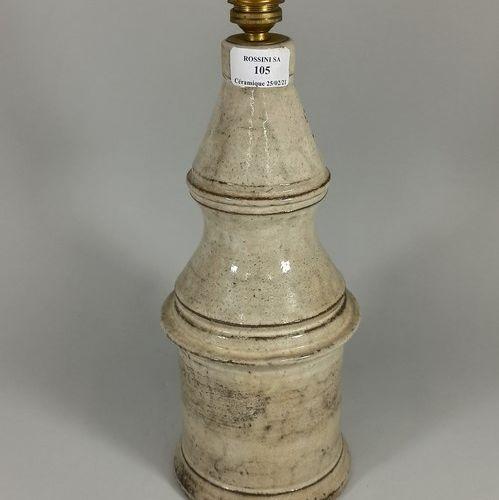 LE MURIER (atelier)  Pied de lampe gris / beige.  Terre de Vallauris, sigle manu…