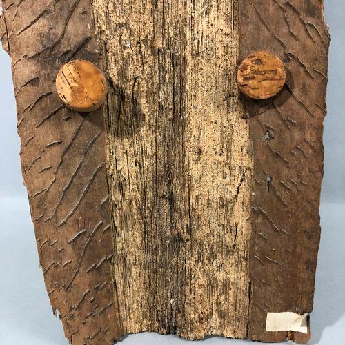 Bouclier Dogon peint  Mali.  Dim. 100 x 38 cm.