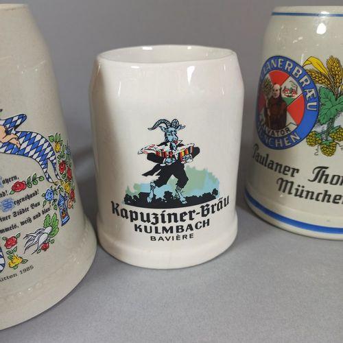 一套7个地区釉面陶瓷啤酒杯和广告。  (发射缺陷和其中两个人的头发)