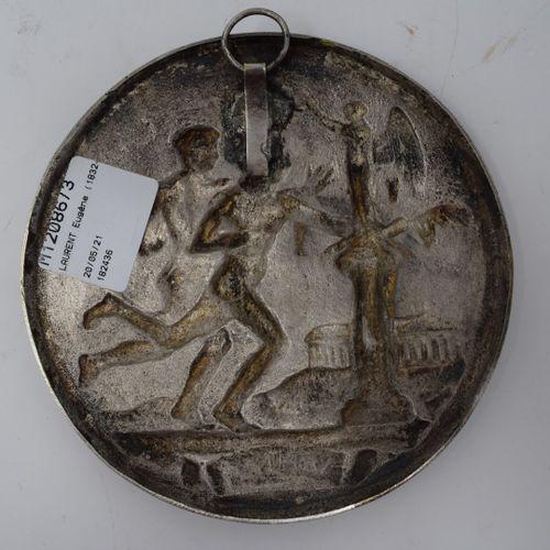 LAURENT Eugène (1832 1898)  Les coureurs  Médaillon en bronze argenté  usures  D…